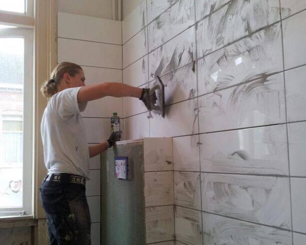 Tegels zetten en voegen badkamer | Brenda Schilderwerken